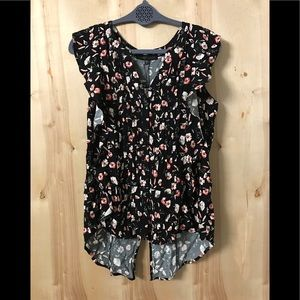 NWT Floral Sanctuary Top Size Small